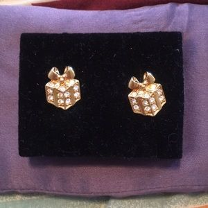 Package earrings